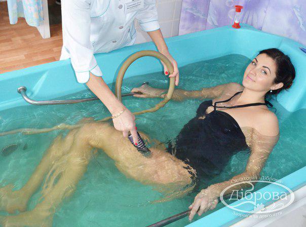 Підводний душ-масаж - це водолікувальна процедура, при якій на тіло під водою впливає струмінь води під тиском від 1,5 до 3 атмосфери індиферентної температури.